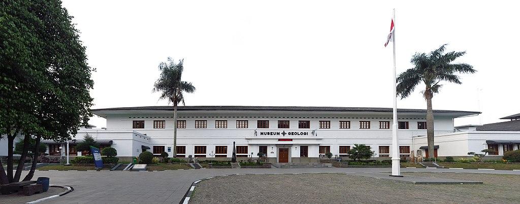 Liburan akhir pekan mengunjungi wisata edukasi Museum Geologi Bandung