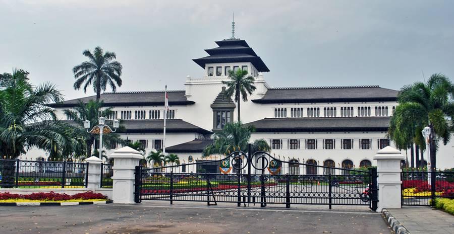 Gedung sate tempat wisata populer di Bandung
