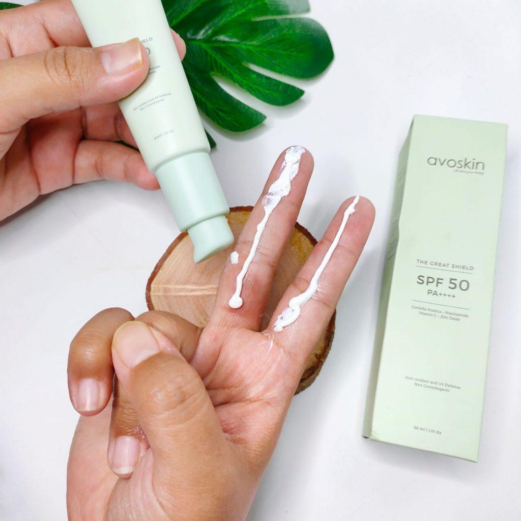 takaran penggunaan sunscreen dua ruas jari